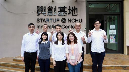 興大機械系劉建宏教授(後排中)、獸醫系張力天教授(後排右2)、生機系林浩庭助理教授(後排左1)三個新創團隊