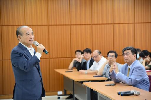 前立法院王金平院長18日造訪華梵大學,並對師生即興演講。