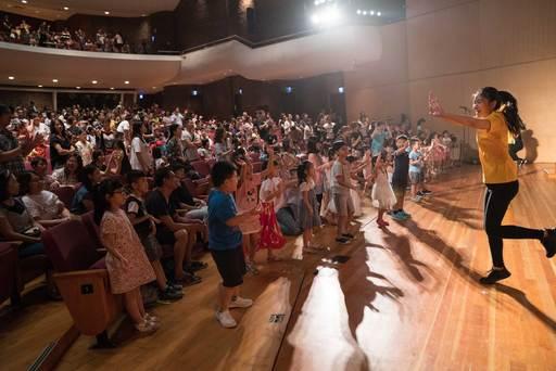 兒童音樂會每年精心規劃的選曲,搭配無懈可擊的演奏,透過活潑生動的唱跳帶動,與大小朋友共享現場演出的獨特魅力