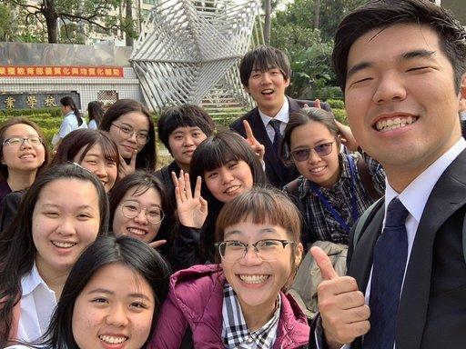 楊馥瑀(前排中)參與ASEP亞洲學生交流計畫, 拓展國際觀,提升英語能力。(義守大學提供)