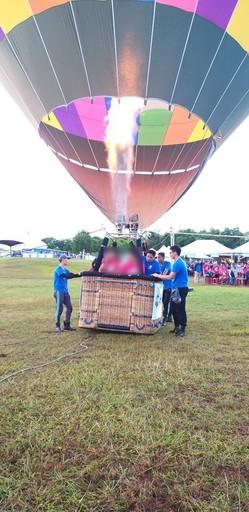 2020臺灣熱氣球嘉年華「愛心日」 身障者體驗熱氣球繫留活動
