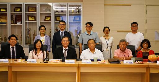 文大與弘文高中簽訂策略聯盟,雙方師長出席合影