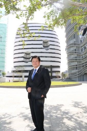 世界級癌症科學家洪明奇校長。