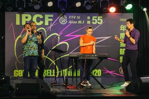 原文基金會  瑪拉歐斯董事長與  瑪蓋丹執行長上台一同高歌。