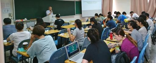 亞大獸醫系開辦獸醫師專業技術人員考照輔導班,全力輔導學生考取獸醫師資格。
