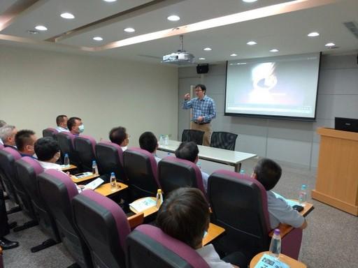 計畫主持人中興大學電機系賴慶明副教授與工業區廠商進行交流