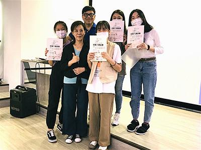 龍華科大文創系梁朝棟老師團隊,歷次參加國內、兩岸影視微電影競賽獲獎無數。