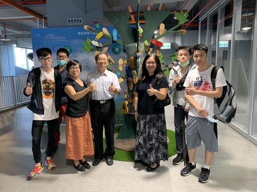 華梵大學景觀與環境設計學系學生於國道5號蘇澳服務區展出藝術創作品。