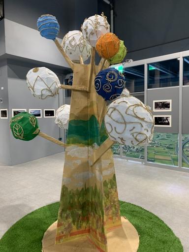 「宜蘭故事奇想樹」透過宛如火金姑的竹編球體,點亮宜蘭平原每一個角落。
