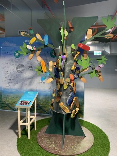 以蘇澳白米社區議題為發想的木屐樹「翠綠的嚮往」,非常馬卡龍。