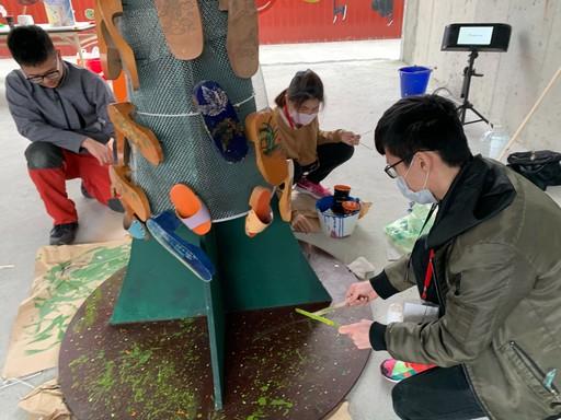 製作木屐樹的過程。