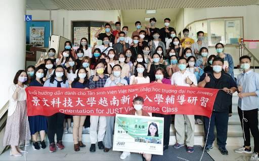 景文科大為已完成居家檢疫的第五屆國際產學合作專班39位越南新生舉辦入學輔導研習。