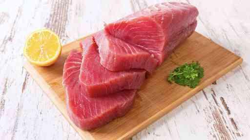 鮪魚和鮭魚是補充維生素D的好來源