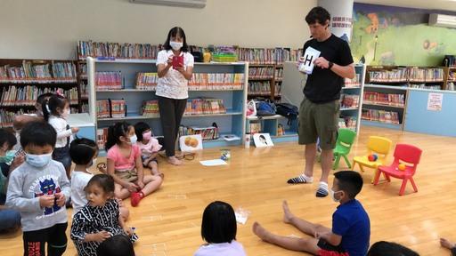 家人在一起的地方,除了家,還有圖書館的選擇