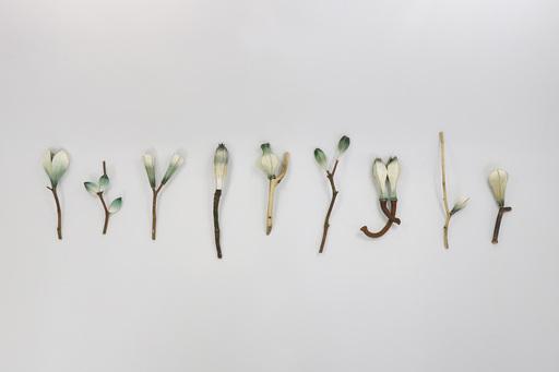 〈果〉, 紅銅、噴漆、珍珠粉、金箔、木,2019