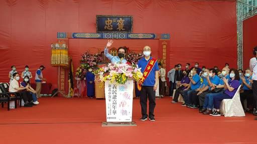 10191017客委會鍾孔炤副主委(左)致詞時指出,義民爺的精神就是愛鄉土的精神。