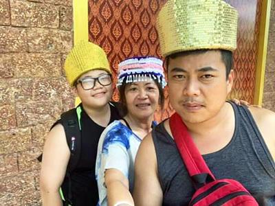 龍華科大化材系五專生李易駿(左),與家人感情深厚。