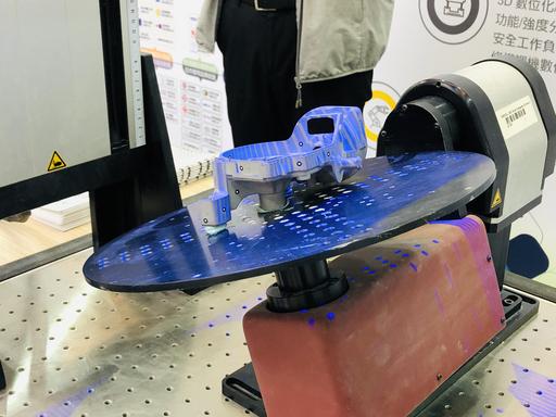光學掃描是未來模具開發、產品開發必備的量測設備,有利建置數位資料並進行分析。圖為馬路科技公司產品。