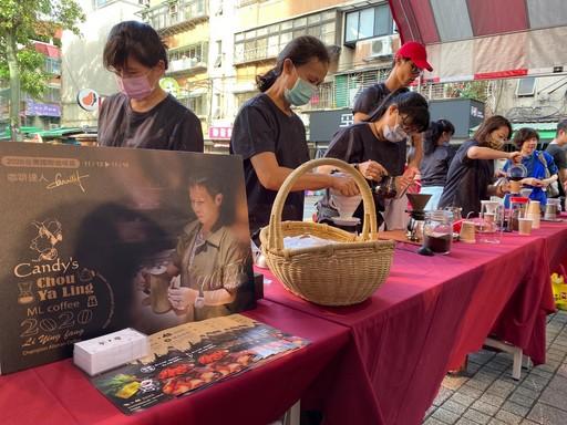 現場提供阿里山藝伎豆手沖咖啡及咖啡達人講座。圖/雷門數據服務股份有限公司