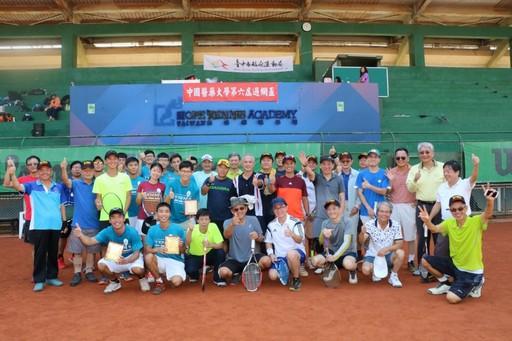 中國醫藥大學第六屆『過網盃』校友參賽合影。