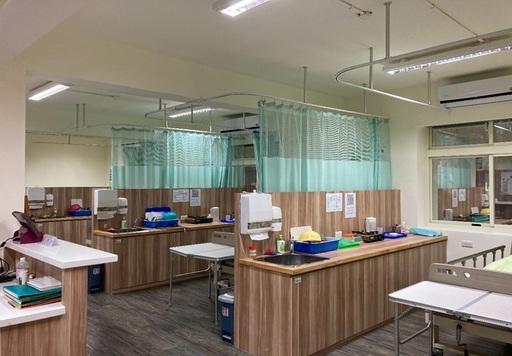 聖約翰科大在校內設立勞動部照顧服務員術科考場,讓學生能在熟悉的環境考試,考取證照更能得心應手!