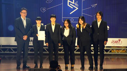 畢業製作「省時多元化購物-賣購NOW」專題獲得小論文競賽「手持裝置」組特優殊榮。(世新大學提供)