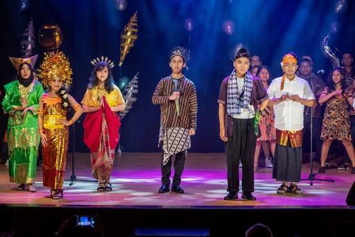 印尼團隊以走秀的方式展現豐富的傳統服飾展演