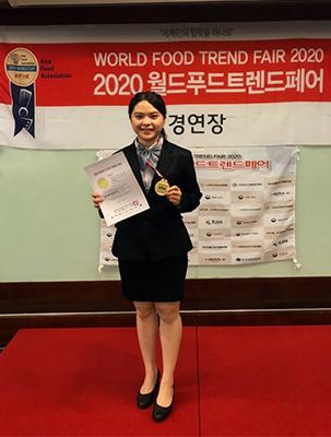 顏妤倢同學以「Fragrances」為主題,榮獲傳統雞尾酒金牌。