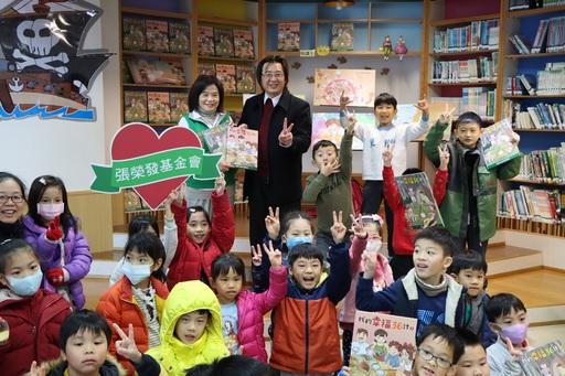 張榮發基金會發行《我的幸福36計》繪本一套兩冊並贈送給全台近2300所小學。