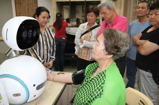 元培高齡福祉學程課程利用智慧照顧科技設備讓學生進行實作訓練