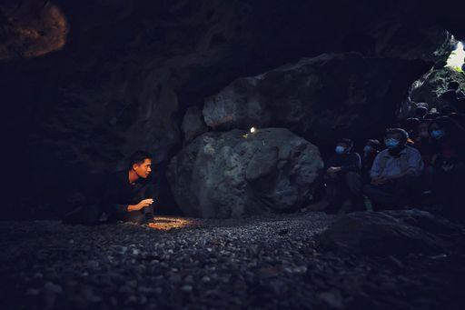 「流浪在他鄉」在半個世紀前富世村姬望教會的山洞禮拜堂演出