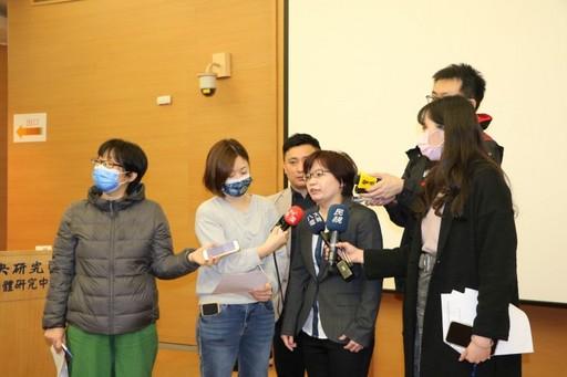 中研院基因體研究中心胡春美助理研究員說明胰臟癌研究成果。