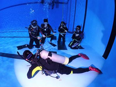 專業教練指導大葉大學運健系學生潛水