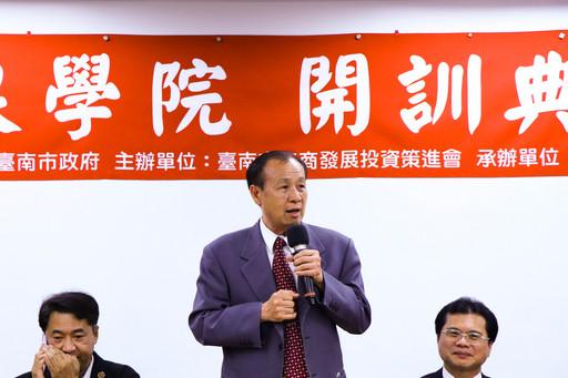 南臺科大校長盧燈茂在老闆娘學院開訓典禮中致詞。