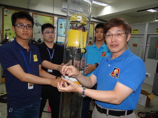 正修電子系張法憲研發團隊的「管線檢查與維修機器人」,解決管線內狹窄空間清除不易問題。