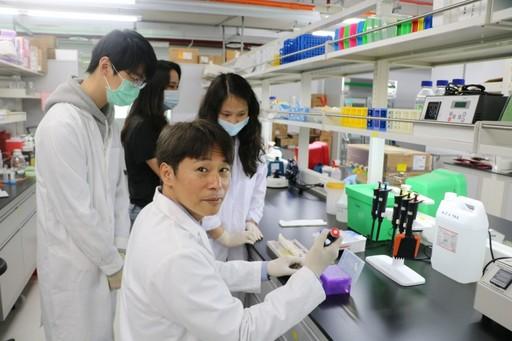 日籍學者山口浩史教授與CMU研究團隊分享科學研究的心得和經驗。