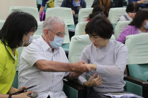 臺東觀光未來學堂始業式 饒縣長:推慢經濟 打造1萬人來100次的好客城市