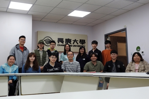 長庚大學崔博翔教授在(前排圖中)帶領團隊長期致力於超音波散射分析技術研究。