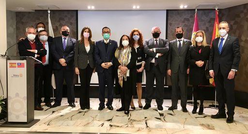4.劉大使與國會議員Rosa Romero(左5)及Ciudad Real省扶輪社幹部合影
