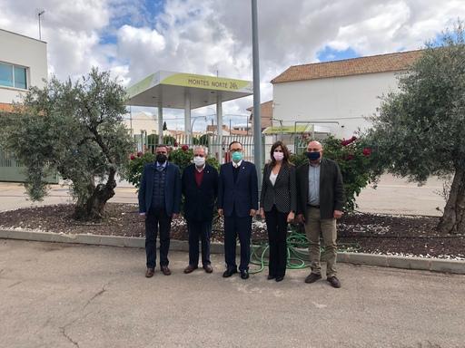 7.劉大使參訪Cooperativa Montes Norte農產食品合作社與該社董事長Carmelo Monteagudo Moreno(左二)合影