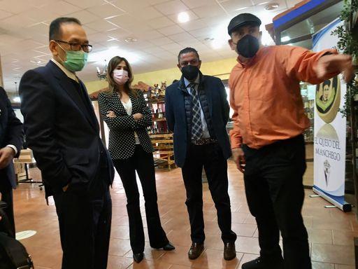 8.劉大使參訪D. Apolonio乳酪廠總經理Luciano Mata(右一)