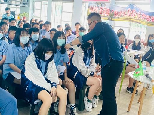 救國團辦理作家巡迴校園第二站 宜昌國中踏青文學夢