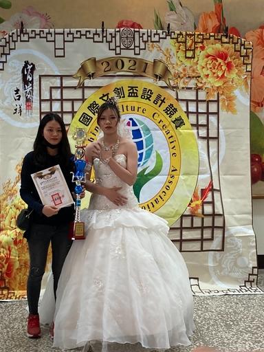 嘉藥粧品系陳妤瑄同學勇奪時尚新娘化妝及美睫假人頭設計雙料冠軍