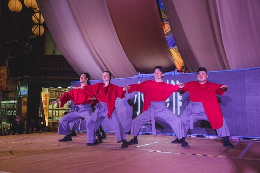「小事製作」舞者以肢體表演傳達歷史與現代交錯的多元性