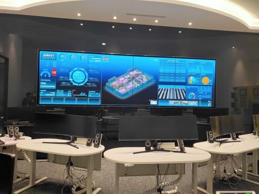 遠傳展出遠傳雲端運算中心的戰情室智能監控平台,圖為遠傳Tpark戰情室。