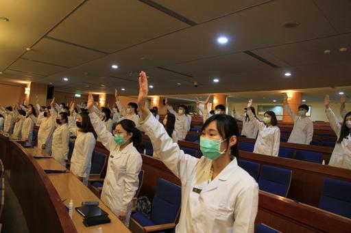 元培醫技系三年級學生即將進入醫院實習宣示奉獻所學