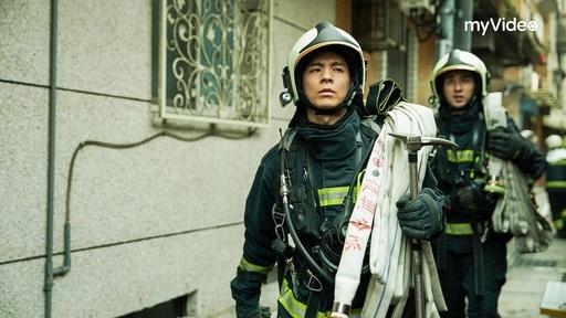 職人劇《火神的眼淚》摘下myVideo戲劇排行榜冠軍,林柏宏飾演消防員,帥勁十足。
