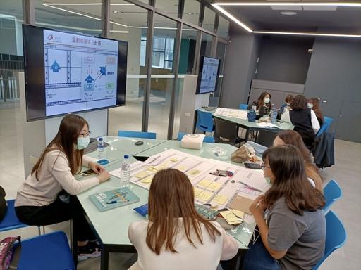 嘉藥休閒系同學透過就業學程計畫學習企劃創意行銷,參加比賽並考取相關證照(照片為三級疫情前拍攝)