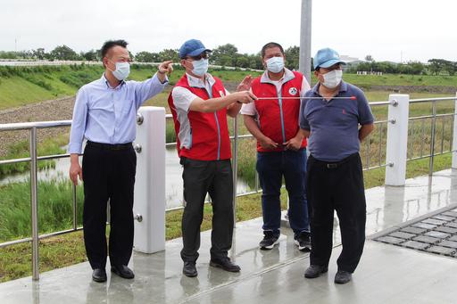 烟花颱風來勢洶洶,翁縣長視察水利防汛整備