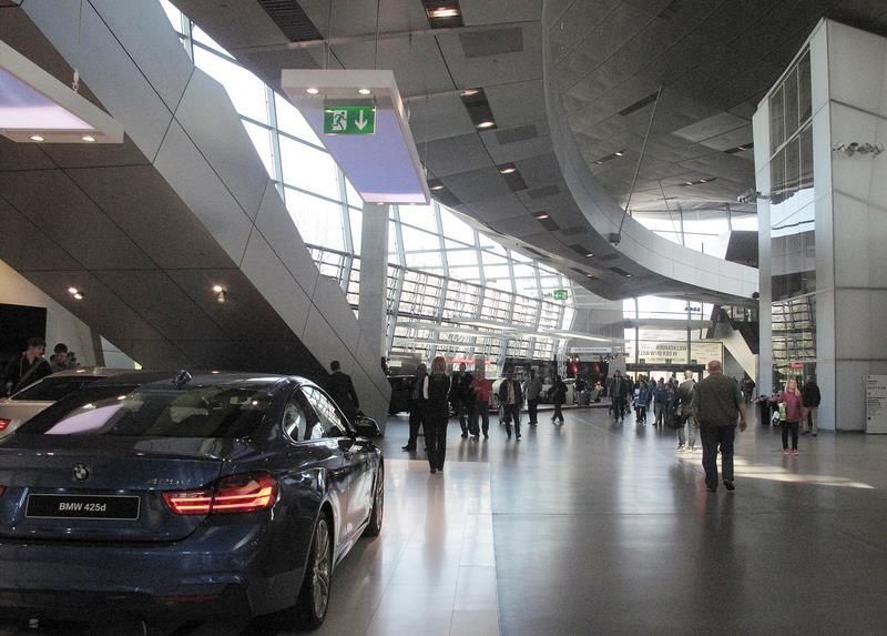 位於德國慕尼黑BMW總部旁的BMW Welt(德文,世界之意),兼具交車中心、文化體驗館、展覽會議中心的多功能空間,每年都有吸引來自各國遊客朝聖。中央社記者江明晏攝